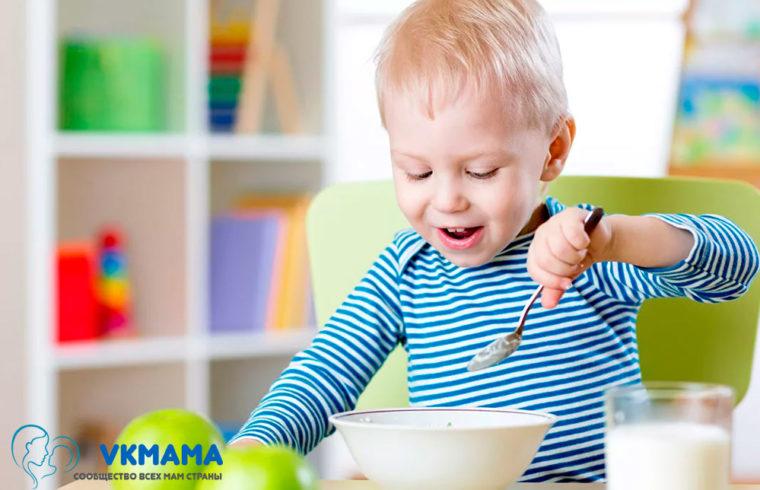 В каком возрасте стоит перевести ребенка на обычную еду?